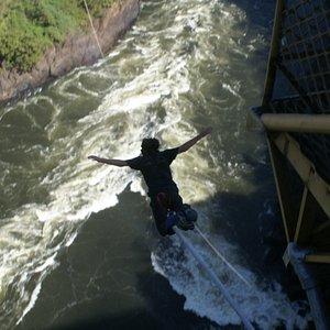 salto en el rio sambesi 200 mt libres