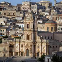 Il Duomo di San Giorgio e il suo quartiere