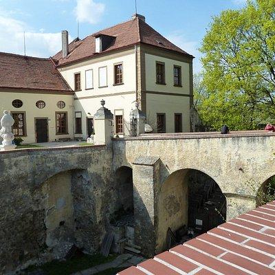 Barocker Teil und Burggraben