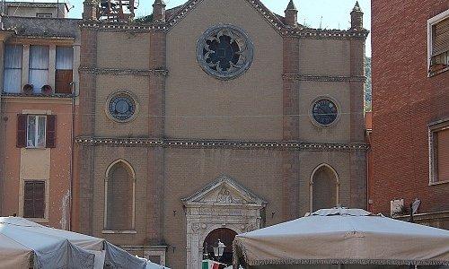 La Chiesa di San Biagio e il mercato rionale.