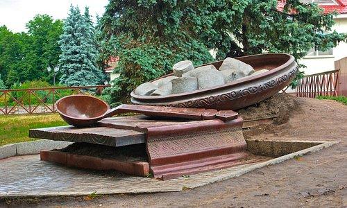 Poltava Galushka Monument: giant, rough but popular