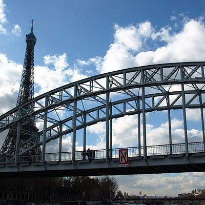 橋とエッフェル塔