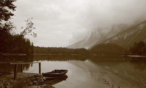 lago di tovel sotto le nuvole