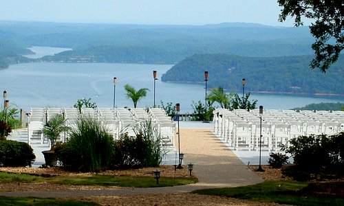 The Ozarks' best lake view also has an outdoor wedding ceremony site.