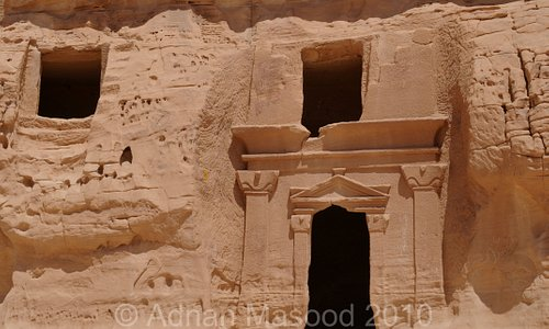 carved houses at end of Qasr Al-Bint (Daughter's palace)