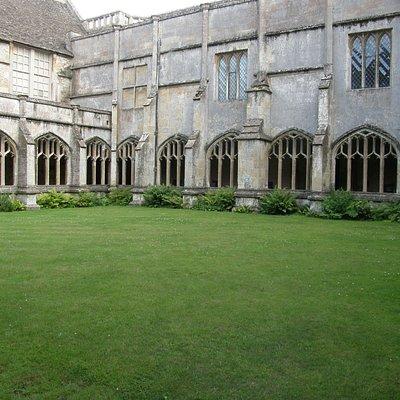Lacock cloister (Hogwarts)
