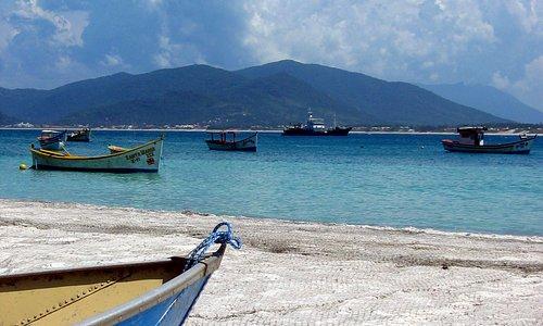 botes y redes de pesca