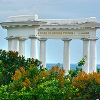 Poltava White Arbour: illusion of the sea behind