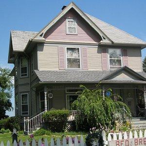 Beautiful 1985 Restored Victorian House