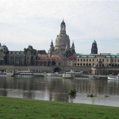 Blick von der Elbe zur Frauenkirche