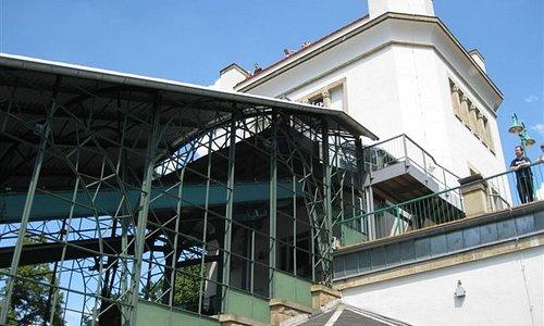 Schwebebahn, Bergstation