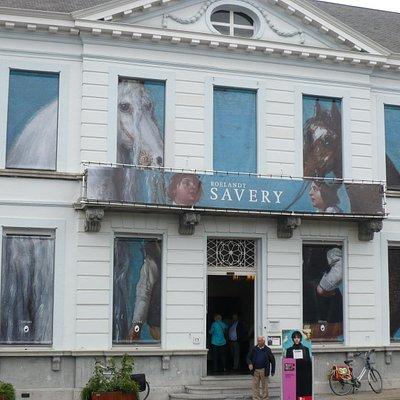 Broelmuseum, Kortrijk mit Dekoration zur Ausstellung Savery