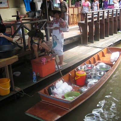 Vendor Thaling Chan Floating Market