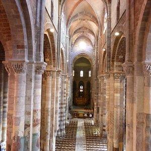 Basilique St Julien Brioude La Nef centrale