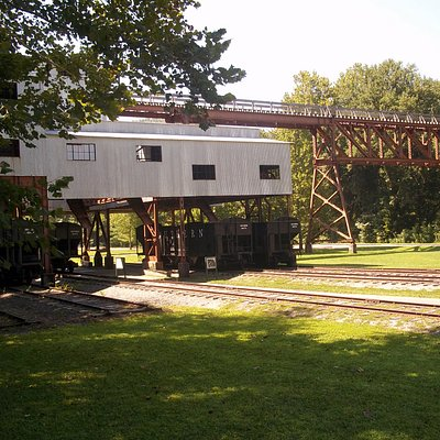 Loading coal cars.
