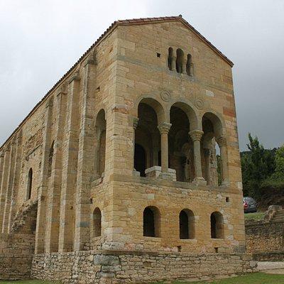 Vista del frontal de Santa Mª del Naranco