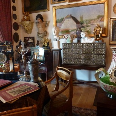 many collections of antiques