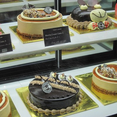 ショーケースにあった個性的なケーキ