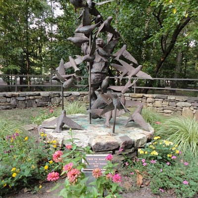 Joseph Bryan memorial statue