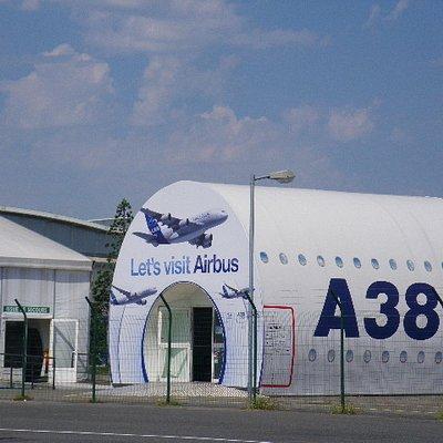 Entrance departure tour & parkiing