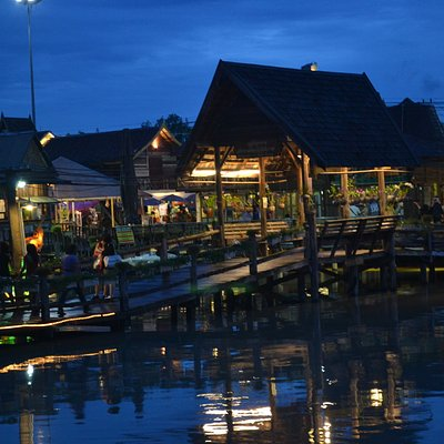 Night view of the Floating Market.
