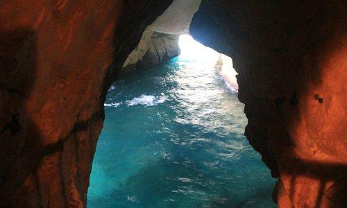 Turquesa del mar, Grutas