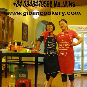 Our chefs (Ms Hanh & Ms Vi Na