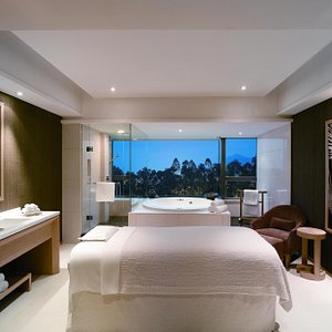 Melo Spa harbour view room