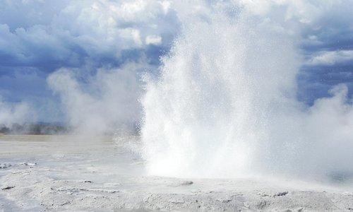 Active geyser
