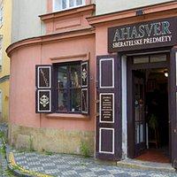 Entry door in Prokopska street