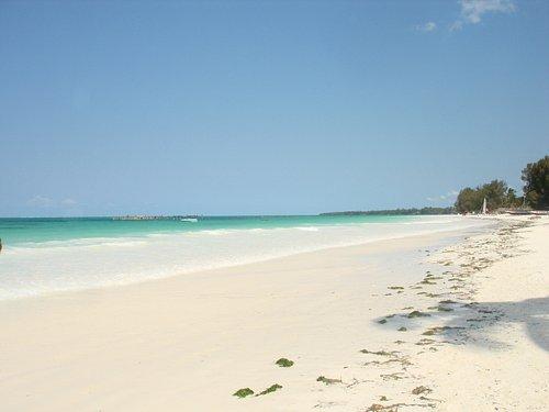 spiaggia bianchissima e cielo azzurro...un paradiso