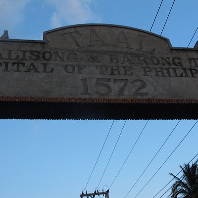 Taal arc marking entrance to the town