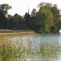Schloss Litzlberg (Privatbesitz) liegt auf einer 6.000 m2 großen Insel