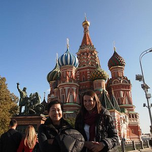 Mom and Viktoria in front of Saint Basil's Cathedral