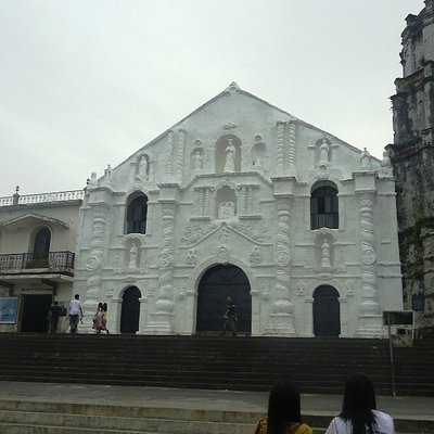 Daraga Church is very beautiful church, and it is called DARAGA because female were builed the i