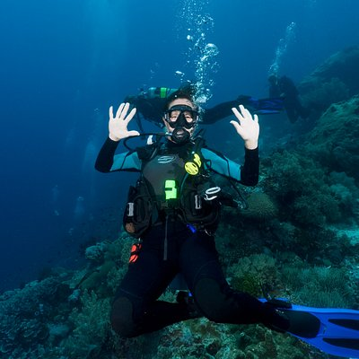 Palau - Waiving at Veronica in Cozume;