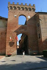 The medieval gate: La Porta Senese