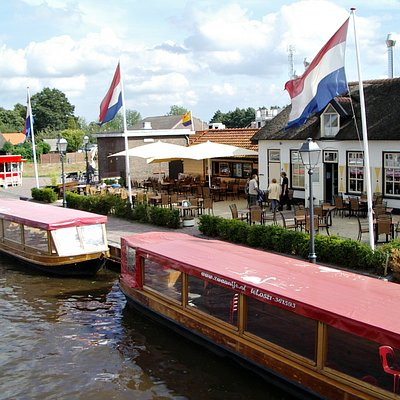 Canal cruise, boatrent and restaurant