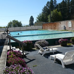Pool with hotter pool in foreground