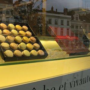 De beaux macarons chez Pierre Marcolini