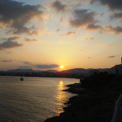 Platja de ses Figueretes bei Sonnenuntergang