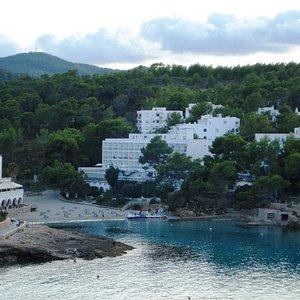 s'Arenal Petit in der Bucht von Portinatx Abends