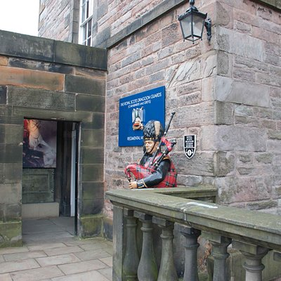 The piper marks the entrance to the museum