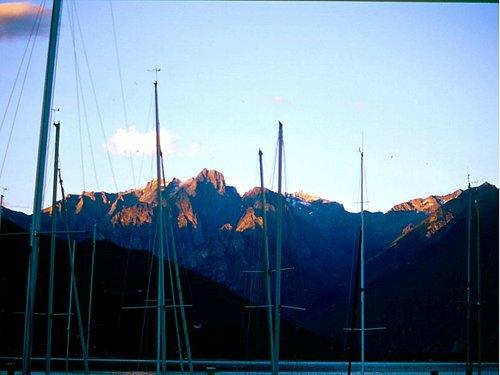 lo spettacolo delle montagne al tramonto visto dal circolo