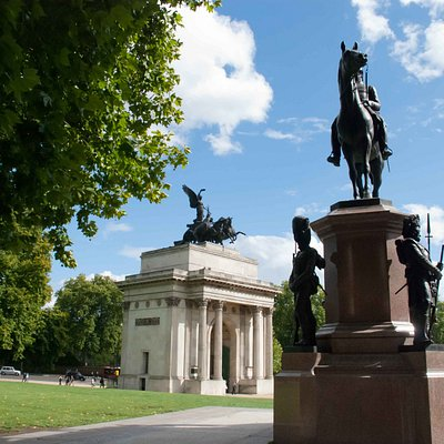 The Statue with the Wellington Arch nearby