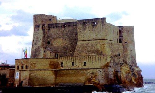 Il Castello visto da Via Partenope