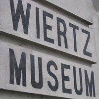 Entrée discrète du Musée Wiertz dans le quartier d'Ixelles à Bruxelles