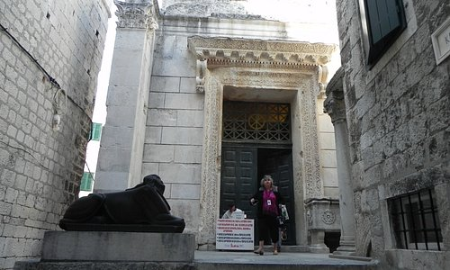 Split - Temple of Jupiter - Entrance