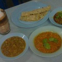 chapati kuah daging, dall, ayam masalla