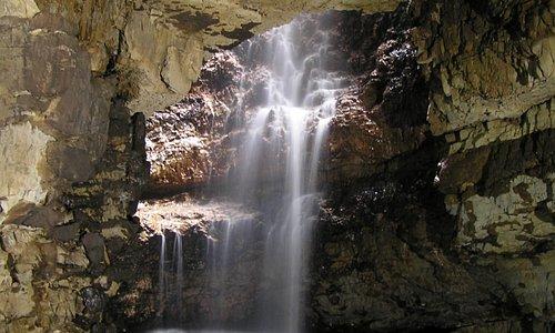 L'interno della Smoo Cave